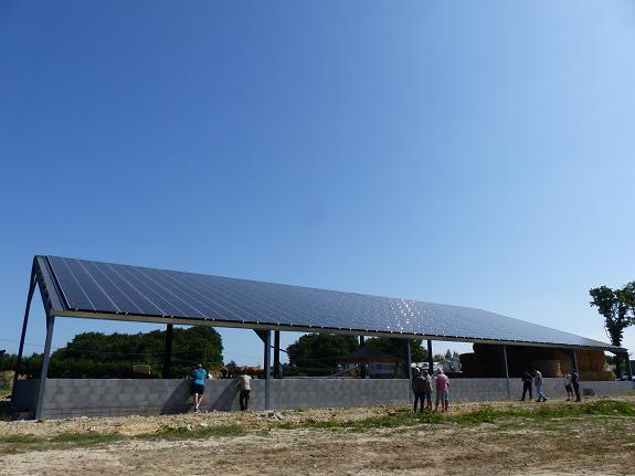 Porte ouverte hangar photovoltaïque